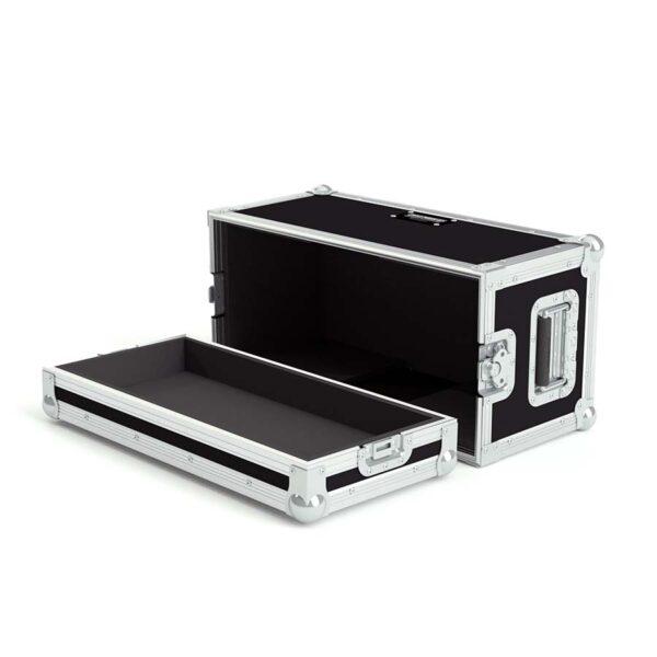 Kitaravahvistimen laatikko pehmusteilla.